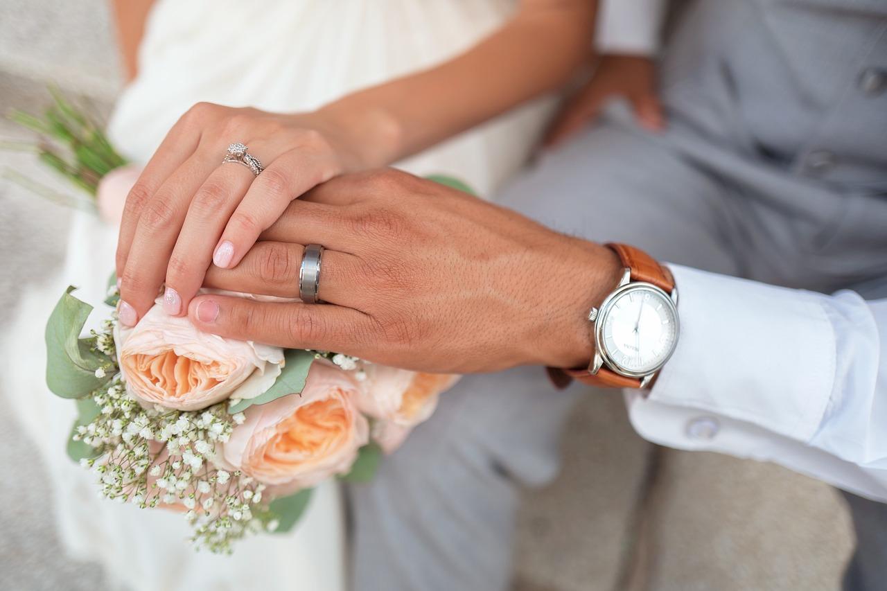 wedding-ring-couple
