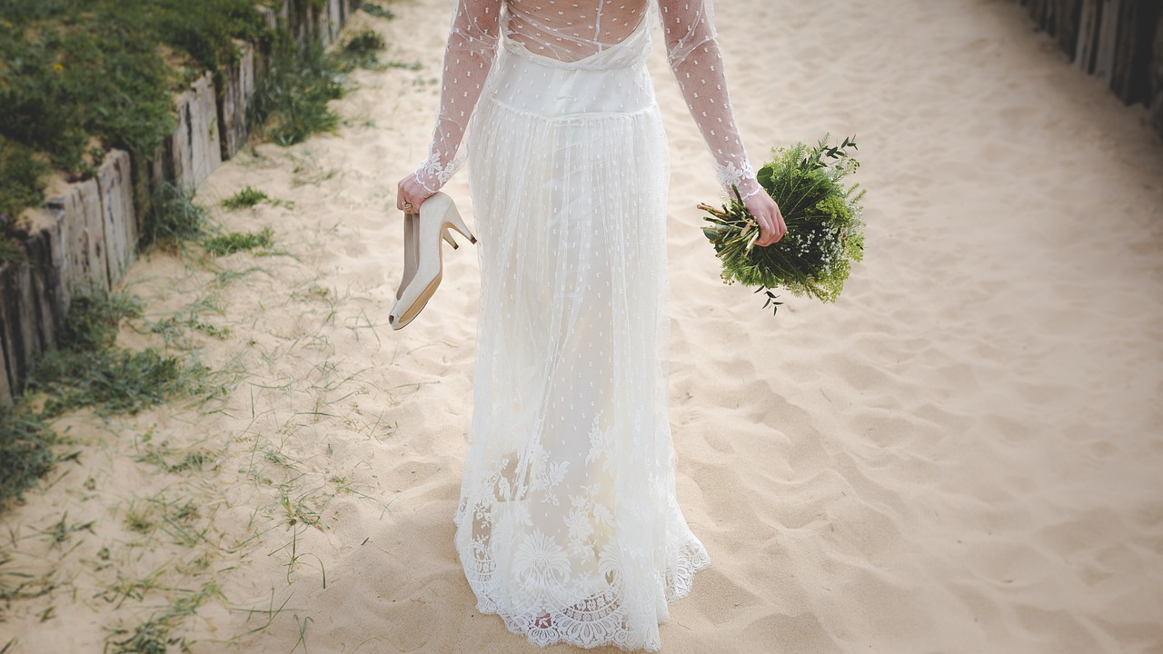 beach-wedding-bride